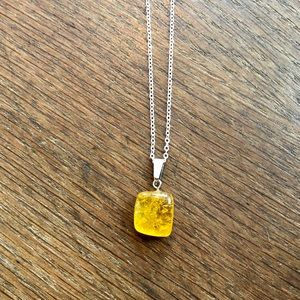 Yellow quartz stone necklace NWT